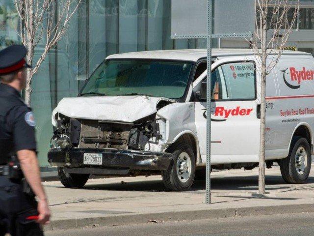 کینیڈا میں وین ڈرائیور نے راہ گیروں پر گاڑی چڑھا دی، 9 افراد ہلاک