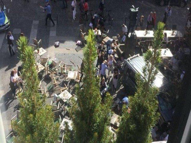 جرمنی میں حملہ آور نے گاڑی ہجوم پر چڑھا دی، 4 افراد ہلاک