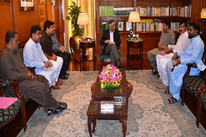 کالم نگاروں اور صحافیوں کی گورنر سندھ سے ملاقات