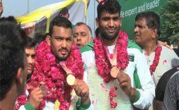 کامن ویلتھ گیمز میں پاکستان کا نام روشن کرنیوالی ریسلنگ ٹیم کی وطن واپسی