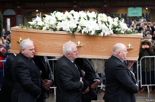 سٹیفن ہاکنگ کی آخری رسومات میں ہزاروں سوگواروں کی شرکت