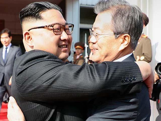 جنوبی کوریا اور شمالی کوریا کے سربراہان کی اچانک ملاقات