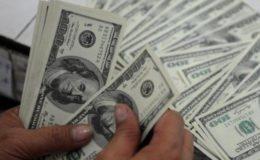 روپے کی قدر میں تاریخی کمی، انٹر بینک مارکیٹ میں ڈالر 128 روپے 26 پیسے کا ہو گیا